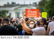 Protester at Black Lives Matter protest in front of the White House... Редакционное фото, фотограф Edwin Remsberg / age Fotostock / Фотобанк Лори