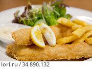 Fish and Chip with green salad. Стоковое фото, фотограф Vichaya Kiatying-Angsulee / easy Fotostock / Фотобанк Лори