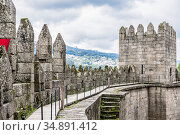 On the wall of the Castle of Guimaraes, Portugal, built in the 11th century (2018 год). Стоковое фото, фотограф Сергей Фролов / Фотобанк Лори