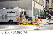 Verizon workers suit up in the Chelsea neighborhood in New York on... Редакционное фото, фотограф Richard Levine / age Fotostock / Фотобанк Лори