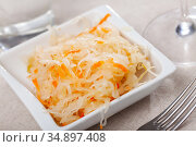 Plate with traditional Russian cabbage sauerkraut on table. Стоковое фото, фотограф Яков Филимонов / Фотобанк Лори