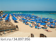 The Fig Tree Bay is full of resting people. Cyprus. It is a Blue Flagged sandy beach in the resort of Protaras and a popular destination for families (2010 год). Редакционное фото, фотограф Кекяляйнен Андрей / Фотобанк Лори