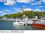 Солнечный летний день в старой гавани Наантали. Финляндия (2016 год). Редакционное фото, фотограф Виктор Карасев / Фотобанк Лори