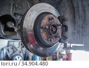 Car brake disc without wheels. Стоковое фото, фотограф Юрий Бизгаймер / Фотобанк Лори