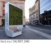 City Tree air filter and bench, Royal Exchange Square, Glasgow. Стоковое фото, фотограф Niall Benvie / Nature Picture Library / Фотобанк Лори