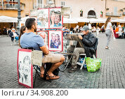 ROME, ITALY - SEPTEMBER 27, 2018: Artist drawing a couple of young people in Piazza Navona in Rome. Редакционное фото, фотограф Сергей Фролов / Фотобанк Лори