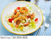 Salad of fried shrimp, sausage and vegetables. Стоковое фото, фотограф Яков Филимонов / Фотобанк Лори