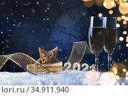 Champagne Explosion With Toast Of Flutes. Christmas card. Стоковое фото, фотограф Евдокимов Максим / Фотобанк Лори