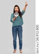asian woman speaking to megaphone. Стоковое фото, фотограф Syda Productions / Фотобанк Лори