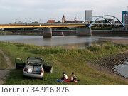 Poland, Slubice - The German-Polish border lies in the Oder, in front Slubice, Poland, behind Frankfurt/Oder, Germany. View in direction of the Stadtbruecke (2018 год). Редакционное фото, агентство Caro Photoagency / Фотобанк Лори