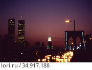 USA, New York City - Part of the skyline of Manhattan with the twin towers of the World Trade Center, seen from the Brooklyn Bridge. Редакционное фото, агентство Caro Photoagency / Фотобанк Лори