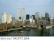 USA, New York City - The skyline of Manhattan with the twin towers of the World Trade Center, on the right the Brooklyn Bridge. Редакционное фото, агентство Caro Photoagency / Фотобанк Лори