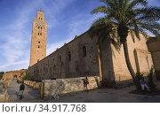 Marrakech, Morocco, Koutoubia Mosque with minaret and palm (2010 год). Редакционное фото, агентство Caro Photoagency / Фотобанк Лори