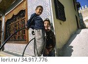 Fez, Morocco, A little rascal sticks out his tongue (2010 год). Редакционное фото, агентство Caro Photoagency / Фотобанк Лори