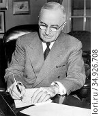 Harry S. Truman (May 8, 1884 – December 26, 1972) was the 33rd President... (2016 год). Редакционное фото, фотограф Pictures From History / age Fotostock / Фотобанк Лори