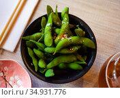 Edamame fresh soya beans close-up. Стоковое фото, фотограф Яков Филимонов / Фотобанк Лори