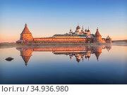Зеркальные отражения Соловецкого монастыря в тихой воде Святого озера. Стоковое фото, фотограф Baturina Yuliya / Фотобанк Лори