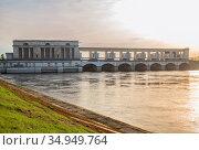 Uglich Hydroelectric Power Station on the Volga river (2019 год). Стоковое фото, фотограф Юлия Бабкина / Фотобанк Лори