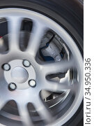 Rotating car wheel and brake disc. Стоковое фото, фотограф Юрий Бизгаймер / Фотобанк Лори