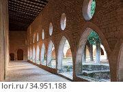 Arched gallery in the monastery of Santa Maria de Santes Creus. Стоковое фото, фотограф Яков Филимонов / Фотобанк Лори