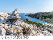 Stone pyramid on top of the mountain of the island of Lavsa of the Kornati archipelago in the Adriatic sea (2018 год). Стоковое фото, фотограф Сергей Фролов / Фотобанк Лори