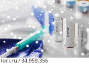 beakers with coronavirus blood test in holder. Стоковое фото, фотограф Syda Productions / Фотобанк Лори