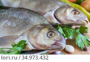 Large river fish bream cooked for frying. Стоковое фото, фотограф Galina Tolochko / Фотобанк Лори