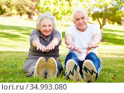 Stretching,warming up,older couple. Стоковое фото, фотограф Monkey Business 2 / easy Fotostock / Фотобанк Лори