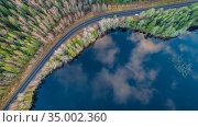 Вид сверху на лес, озеро и автодорогу. Карелия. Стоковое фото, фотограф Сергей Цепек / Фотобанк Лори