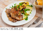 Steaks of pork loin with homestyle boiled potatoes. Стоковое фото, фотограф Яков Филимонов / Фотобанк Лори