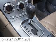 Lever of transmission of car. Стоковое фото, фотограф Юрий Бизгаймер / Фотобанк Лори