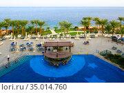 Территория отеля Stella Di Mare Sharm Beach Hotel & Spa 5* в Наама Бей, Шарм-эль-Шейх, Египет. Бар у бассейна. Редакционное фото, фотограф Ольга Коцюба / Фотобанк Лори