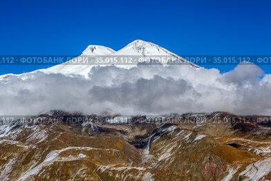 Вид на Эльбрус с вершины Чегета. Приэльбрусье, Кабардино-Балкария. Россия
