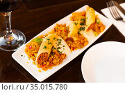 Tasty Moroccan lamb spring roll with harissa and couscous. Стоковое фото, фотограф Яков Филимонов / Фотобанк Лори