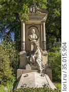 Grab des österreichischen Architekt Carl Freiherr von Hasenauer auf... Стоковое фото, фотограф Peter Schickert / age Fotostock / Фотобанк Лори