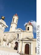 Cienfuegos Cuba Main Square and Parish Church twin tower cathedral... (2016 год). Редакционное фото, фотограф Andre Maslennikov / age Fotostock / Фотобанк Лори