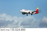 Iberia airbus landing in Barcelona-El Prat Airport (2020 год). Редакционное фото, фотограф Яков Филимонов / Фотобанк Лори