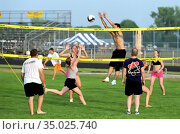 Volleyball action featuring male, female, and co-ed 4 person teams. (2004 год). Редакционное фото, фотограф Dennis MacDonald / age Fotostock / Фотобанк Лори