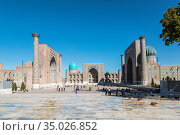 View of Registan square in Samarkand - the main square of the city with Ulugbek madrassas, Sherdor madrassas and Tillya-Kari madrassas. Uzbekistan (2019 год). Стоковое фото, фотограф Наталья Волкова / Фотобанк Лори