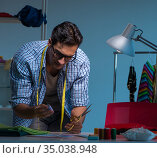 Male tailor working in sewer shop. Стоковое фото, фотограф Elnur / Фотобанк Лори