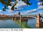 Pont Saint Pierre. Hospital La Grave. Garonne river. Toulouse. Haute... Стоковое фото, фотограф Javier Larrea / age Fotostock / Фотобанк Лори