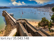 Monterreal castle and Marina, Baiona, Pontevedra, Galicia, Spain. Стоковое фото, фотограф Javier Larrea / age Fotostock / Фотобанк Лори