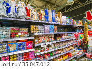 Russia Samara October 2018: showcase with New Year's souvenirs and gifts in a supermarket. Редакционное фото, фотограф Акиньшин Владимир / Фотобанк Лори