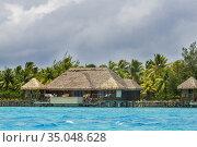 Overwater bungalows of Hilton bora Bora Nui Resort hotel in Bora ... Стоковое фото, фотограф Sergi Reboredo / age Fotostock / Фотобанк Лори