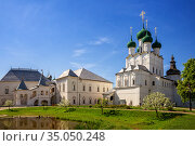 Rostov Kremlin, the Church of St. John the Evangelist and the Red Chamber (2019 год). Редакционное фото, фотограф Юлия Бабкина / Фотобанк Лори