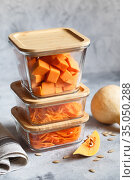 Glass boxes with fresh raw orange vegetables. Finaly shredded pumpkin and big pieces. Healthy Meal Prep, recipe preparation photos. Healthy vegan dishes in glass containers. Weight loss food concept. Стоковое фото, фотограф Nataliia Zhekova / Фотобанк Лори