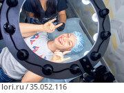 Happy woman in beauty salon makes permanent lip makeup and shows how cool it is. Стоковое фото, фотограф Екатерина Кузнецова / Фотобанк Лори