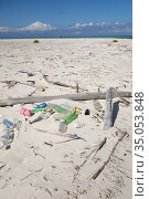 Waste on the beach, Cayo Levisa, Pinar del Río Province, Cuba. The... Стоковое фото, фотограф Andre Maslennikov / age Fotostock / Фотобанк Лори