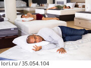 Man fell asleep on new mattress in furniture store. Стоковое фото, фотограф Яков Филимонов / Фотобанк Лори