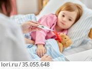 doctor measuring sick girl's temperature. Стоковое фото, фотограф Syda Productions / Фотобанк Лори